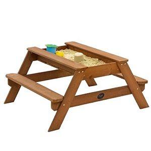 Sandkasten mit Picknicktisch
